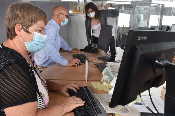 """Le port du masque est désormais obligatoire pour les salariés travaillant en """"open-space""""."""