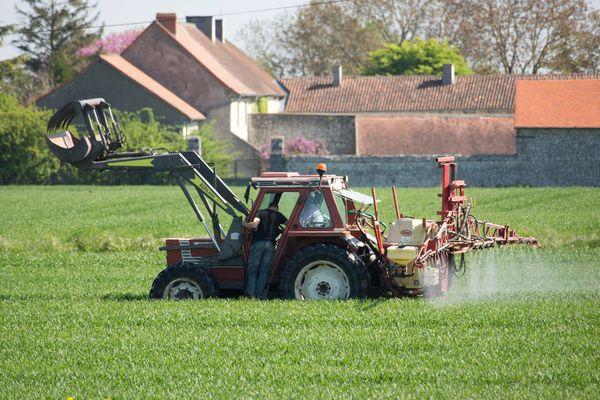 L'arrêté pris par la maire socialiste du Blanc Annick Gombert le 7 octobre, proscrit l'épandage de produits-phytosanitaires à moins de 150 mètres des maisons.