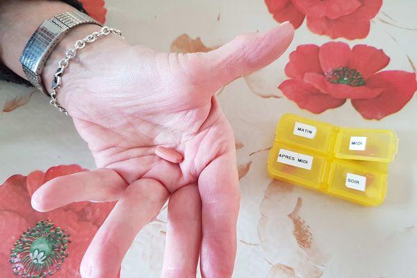 Des cachets répartis tout au long de la journée : le traitem7nt médicamenteux permet d'améliorer le confort de vie des malades.