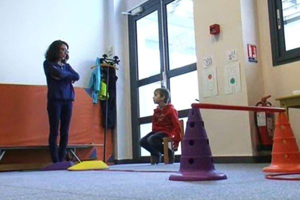 Au CHU de Montpellier, on rééduque les enfants atteints de troubles de l'attention.