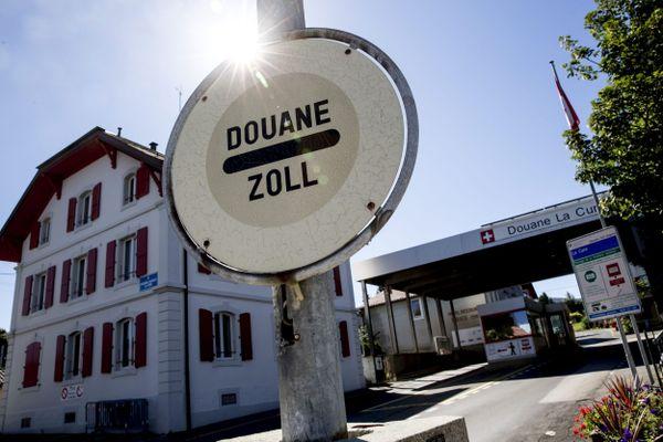 Des contrôles des skieurs à la douane entre France et Suisse ?