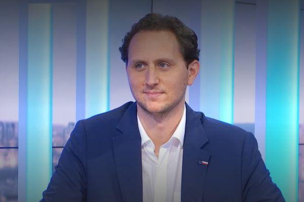 Le Dr Benjamin Davido, Infectiologue à l'hôpital Raymond Poincaré de Garches, dans les Hauts-de-Seine lors du 19/20 de France 3 PIDF.