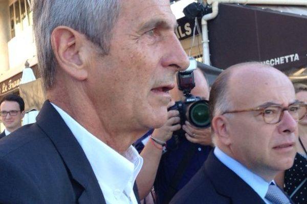 Bernard Cazeneuve a été accueilli par le Sénateur-Maire de Toulon Hubert Falco.