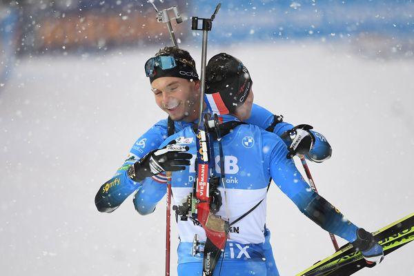 A Hochfilzen, en Autriche, Quentin Fillon-Maillet remporte l'épreuve du relais devant un autre Français, Emilien Jacquelin.