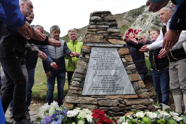Une stèle a été inaugurée au Nid d'Aigle en hommage aux victimes des deux crash d'Air India au Mont-Blanc.