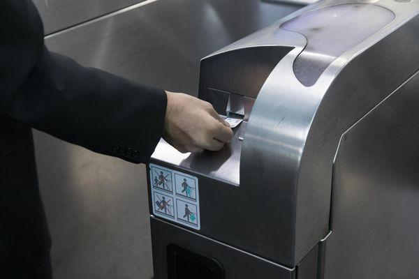 Un forfait anti-pollution permet aux usagers d'emprunter l'ensemble du réseau pour 3,80 euros.