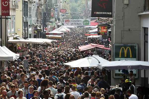 """Depuis une dizaine d'années, environ 2 millions de visiteurs se pressent chaque premier week-end de septembre à ce """"plus grand marché aux puces d'Europe""""."""