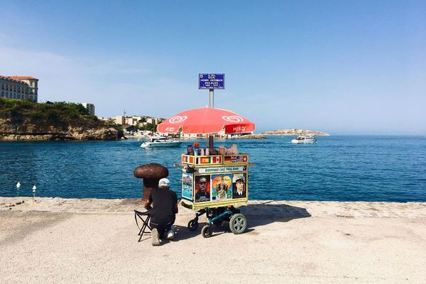 Papa Omri, la mer et son chariot