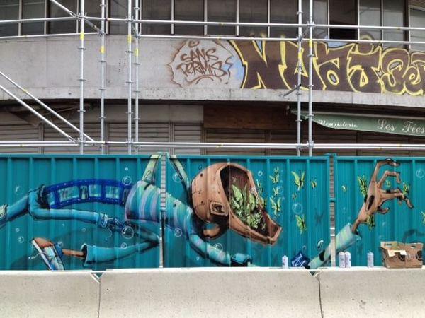 La fresque du chantier des halles Laissac photographiée le 20 mars.