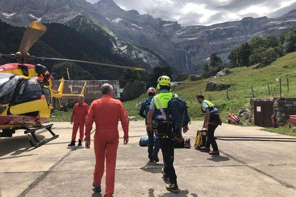 Un hélicoptère de la sécurité civile en détachement à Gavarnie a été déployé pour retrouver le corps de la victime.