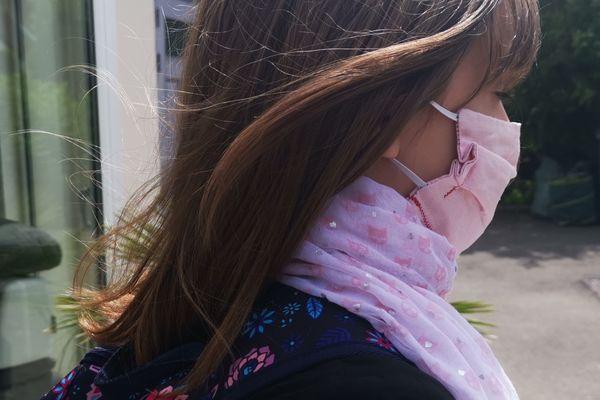 """Une rentrée sans masque obligatoire à l'école. Le casse-tête pour beaucoup de parents qui disent en avoir la """" boule au ventre""""."""