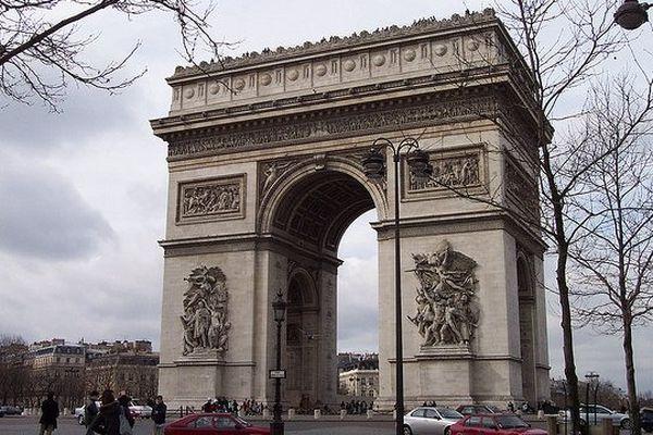 L'Arc de Triomphe sous la grisaille.