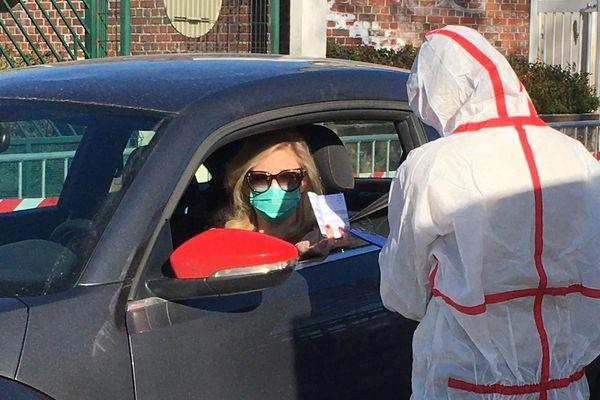 La Normandie passe du seuil de vigilance au seuil d'alerte. Chaque personne testée positive contaminera en moyenne 1,71 personne.