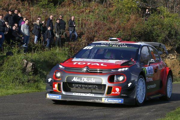 Le Français Sébastien Loeb (Citroën) est parti à la faute vendredi dans la deuxième spéciale du Tour de Corse, quatrième manche du Championnat du monde des rallyes