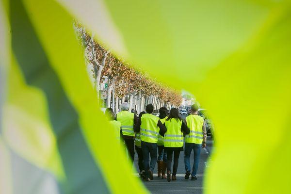 Une de nos équipes de France 3 molestée par des gilets jaunes à Cabestany.