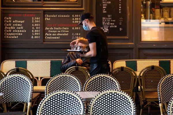 A compter du mercredi 7 octobre, dans les 21 communes de la métropole de Clermont-Ferrand, la musique amplifiée sera interdite dès 20 heures aux terrasses des bars, des restaurants et sur la voie publique. (Photo d'illustration)