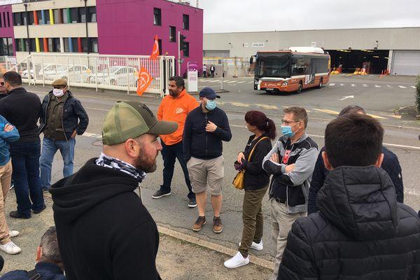 Le dépôt de bus était bloqué dès 5h ce samedi matin au Mans.