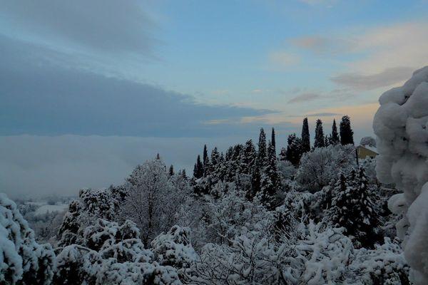 La ciel bleu à Callian, après la neige.