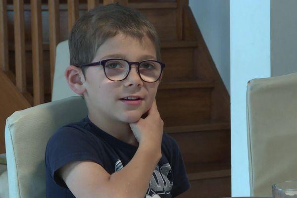 Louis, 8 ans, est atteint d'aplasie.