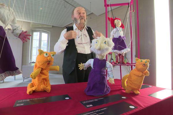 Marcel Violette parmi ses créatures au Conseil Départemental de l'Orne