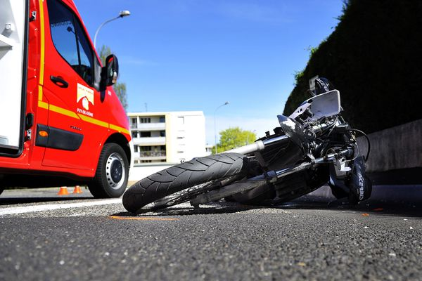 Deux motards ont perdu la vie ce samedi soir à Saint-Martin-d'Abbat, près d'Orléans.
