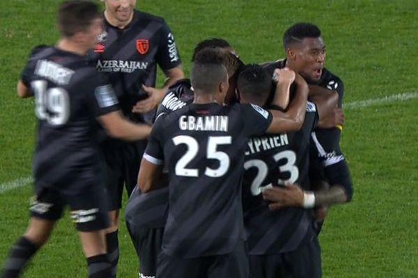 Le joie des joueurs du RC Lens après le but de Lala à Auxerre.