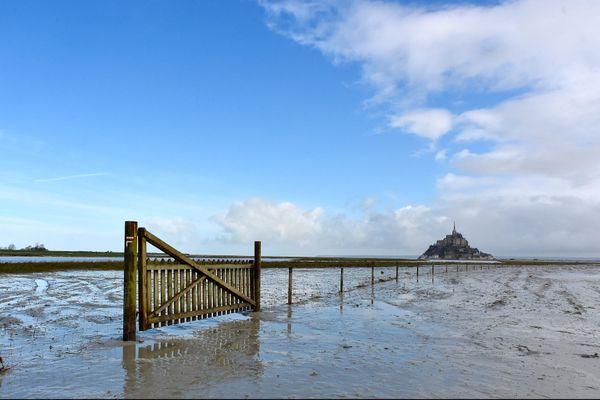 Grandes marées au pied du Mont Saint-Michel