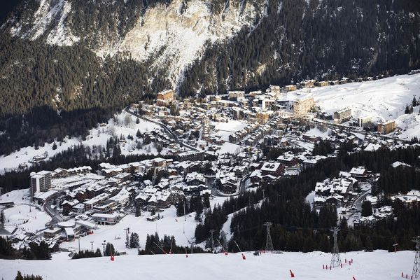 Avec l'arrêt des remontées mécaniques, les médecins de montagne d'Auvergne-Rhône-Alpes n'ont plus leur patientèle hivernale et sont en difficulté.