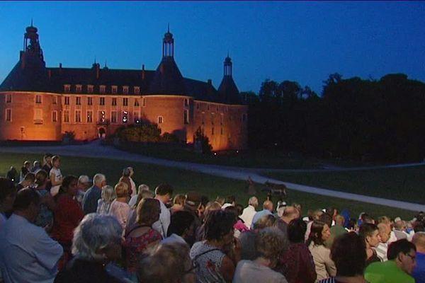 Pendant l'été, le château organise des événements culturels.