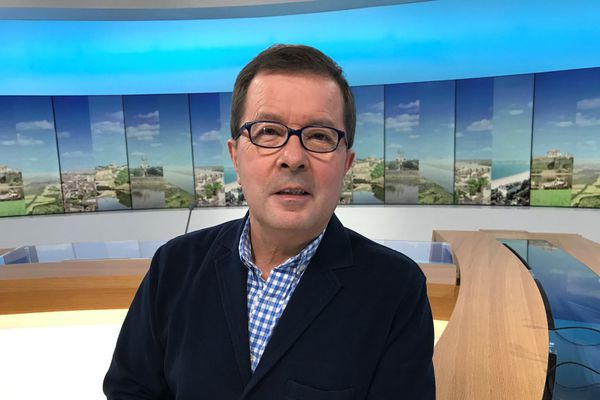 René Martin, l'organisateur de la Folle Journée de Nantes, sur le plateau de France 3 Pays de la Loire, le 8 janvier 2020