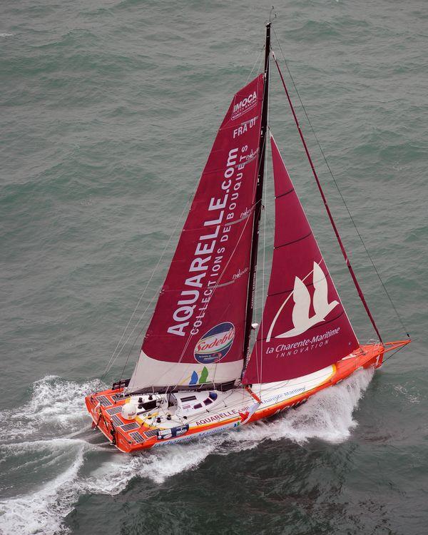 En 2008, c'est finalement avec un nouveau sponsor que Yannick Bestaven prend le départ du Vendée Globe. Il démâtera 48 heures plus tard.