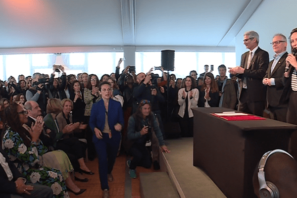 Les signataires de la charte ce lundi au festival de Cannes.