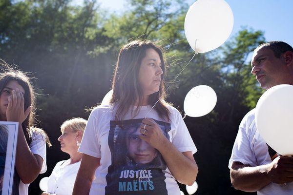 La famille de Maëlys à la marche blanche le 27 août 2018 à Pont-de-Beauvoisin, en Isère, où elle a disparu un an auparavant