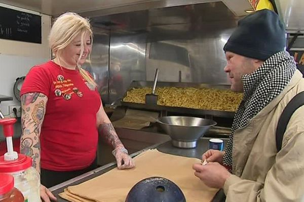 C'est la quatrième fois que Mélanie Métro organise cette distribution de frites pour les sans-abri