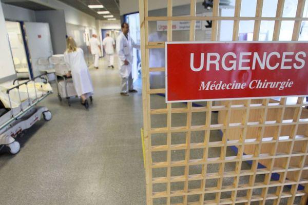 En 2018, l'hôpital Saint-Antoine a reçu 64 000 personnes, avec des services parfois submergés et des risques de tensions entre les patients et le personnel.