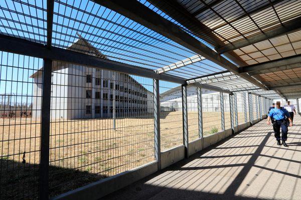 """Un membre présumé de la bande criminelle corse du """"Petit Bar"""", qui avait été interpellé et écroué en janvier, s'est suicidé au Centre Pénitentiaire de Toulon - La Farlède."""