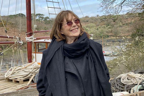 Jane Birkin à l'anse du moulin de l'Enfer, située au fond de l'Aber Wrac'h (Finistère)