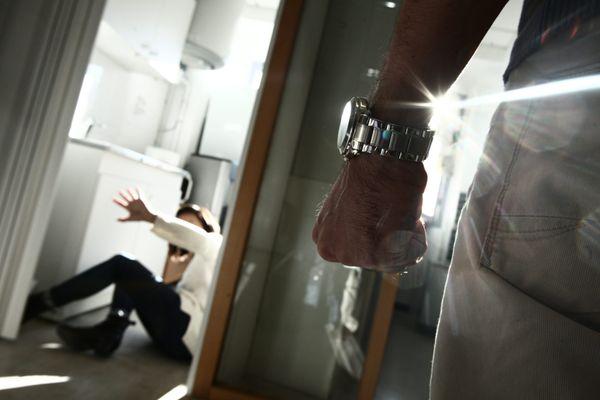 En France, les violences conjugales sont à la hausse depuis le reconfinement.