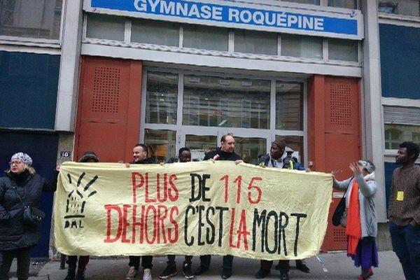Le gymnase Roquépine est occupé par près de 150 personnes sans-abris