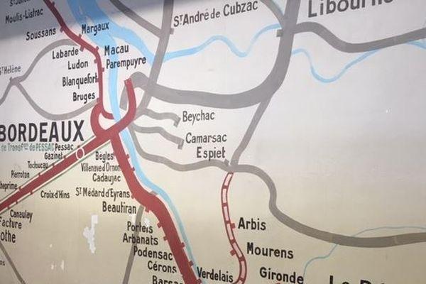 Les nombreuses liaisons supprimées autour de Bordeaux apparaissent en gris