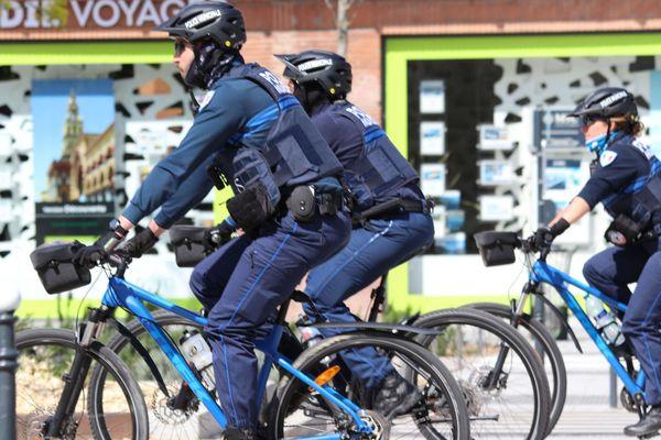 Patrouille de police pendant le confinement à Toulouse en mars 2020