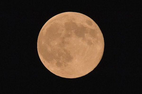 """La """"super lune"""" rouge sera observable dans le nuit de dimanche à lundi"""