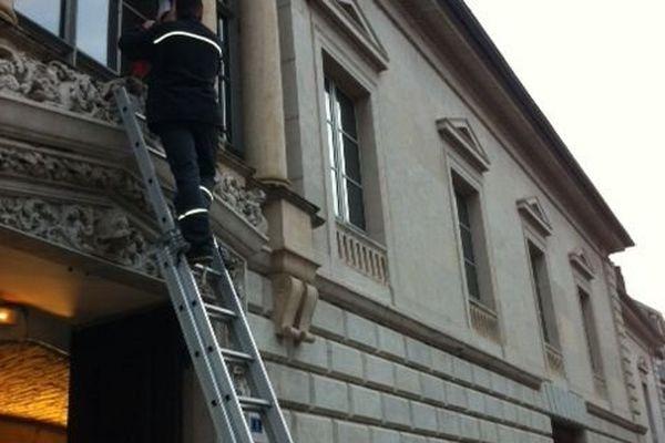 En Franche-Comté, les drapeaux ont été mis en berne, ici, au Palais de Justice de Besançon