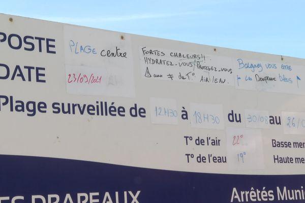 Les panneaux d'informations sont remplis quotidiennement par les maîtres-nageurs de la plage centrale de Vieux-Boucau