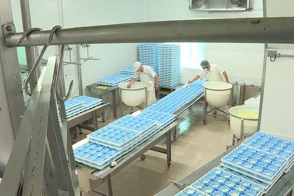 Atelier de fabrication au lait cru de la fromagerie