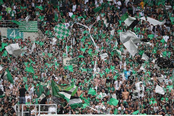 En deux ans, le budget est passé de 110 millions d'euros à 70 M EUR. Cet été, le club de saint-Etienne, n'a enregistré aucune rentrée d'argent liée aux transferts de joueurs.