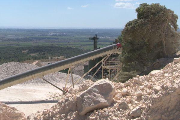 La carrière de Nau-Bouques, entre Vingrau et Tautavel (Pyrénées-Orientales), produit du carbonate de calcium d'une pureté rare