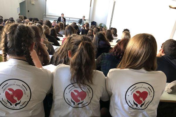"""Un peu plus d'une centaine de lycéens d'Indre-et-Loire sont formés jeudi 7 novembre pour devenir """"ambassadeurs harcèlement"""" au lycée Albert Bayet de Tours."""