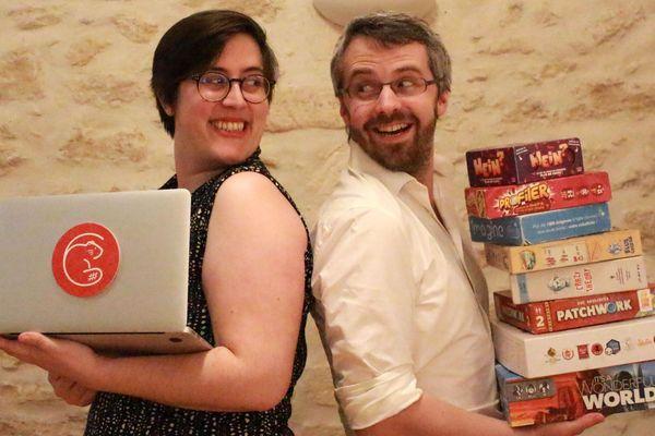 Les deux créateurs du café Les Castors ont lancé le #UrgenceLudique et animent sur internet des jeux de société et des quizz. Chacun peut participer à distance. Prêts à faire chauffer votre cerveau ?