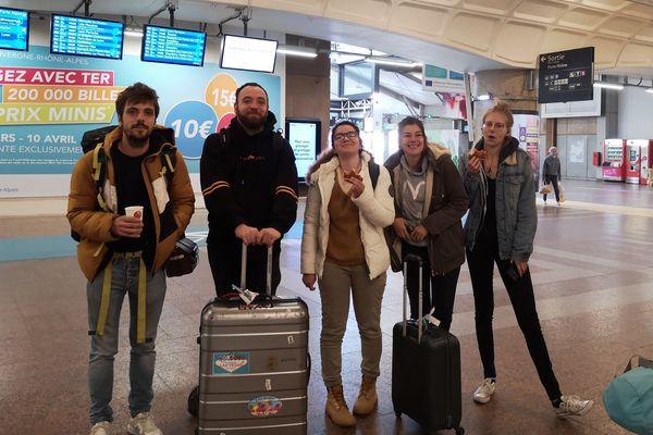 Le groupe des 5 arrivé en gare de Lyon Part-Dieu vendredi 27 mars au matin